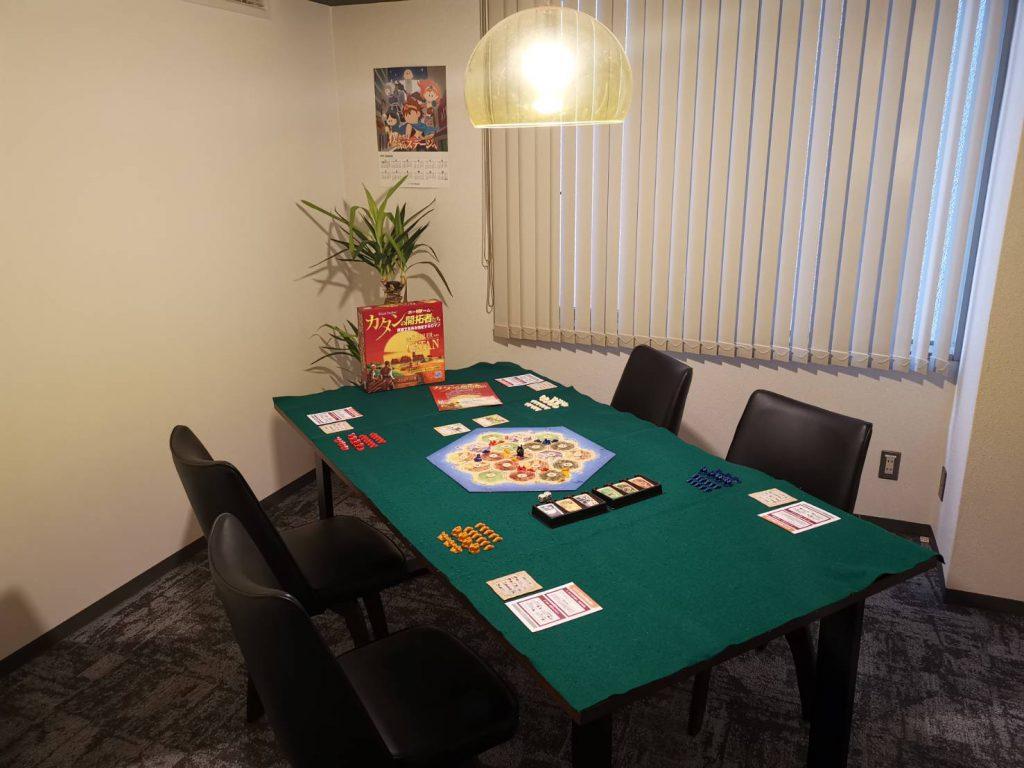 会議室なら8名くらいまでは快適に楽しめます