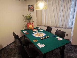 広い会議室なら8名くらいまで快適に楽しめます